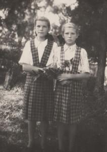 Люкшина Г.М. (справа) 1954