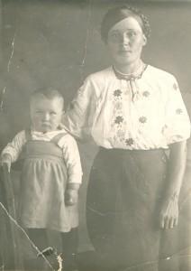 Суворова Раиса Дмитриевна (1г. 6 мес.) с мамой